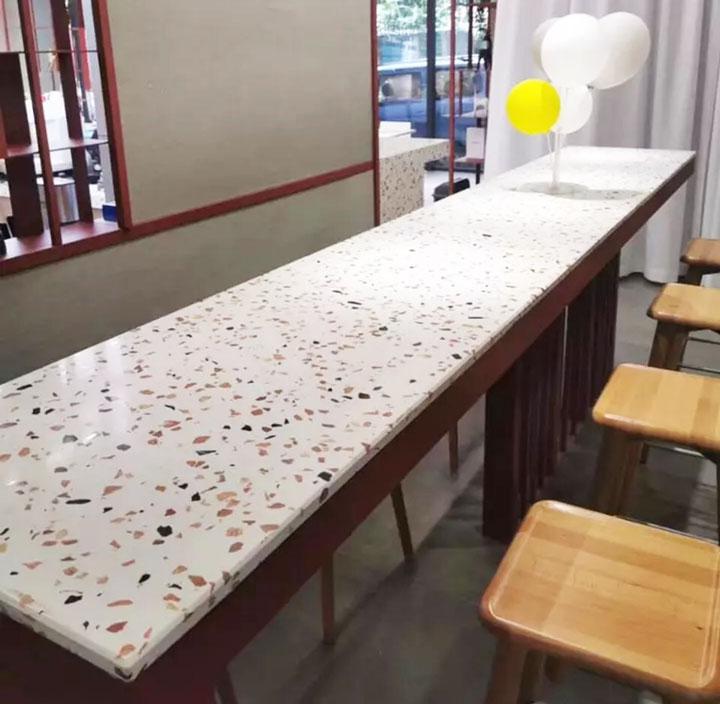 Mặt bàn ăn bằng bê tông mài terrazzo